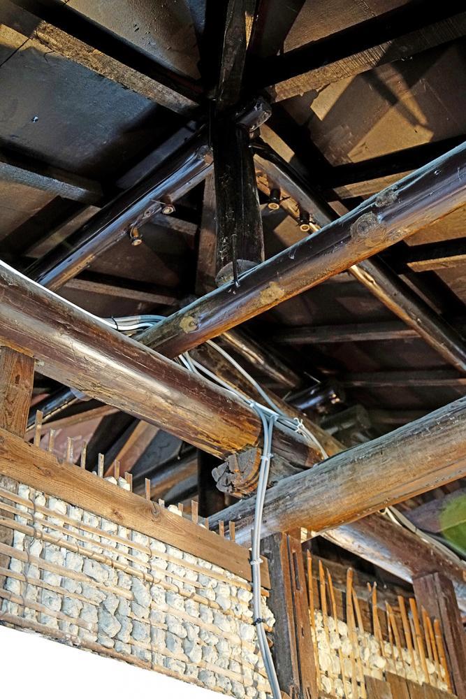 訴說歷史軌跡的木造屋頂。