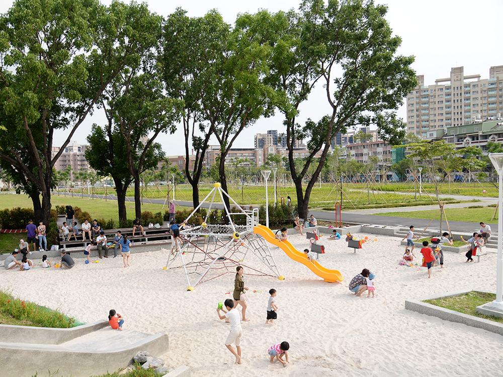 小港森林公園綠地的兒童遊戲場。