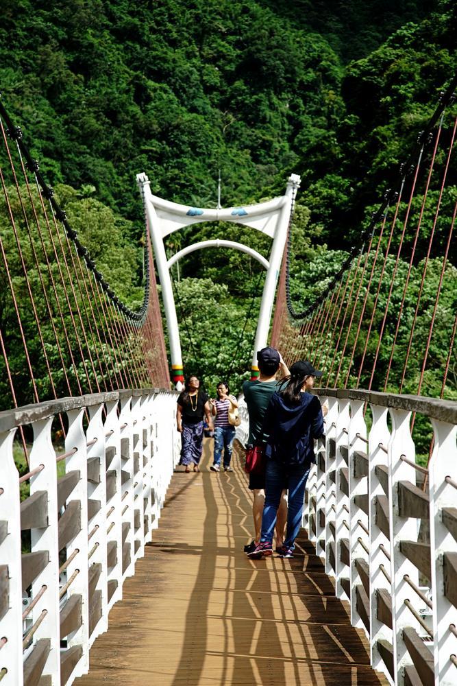 情人谷吊橋橫跨在濁口溪上,充滿唯美情意。
